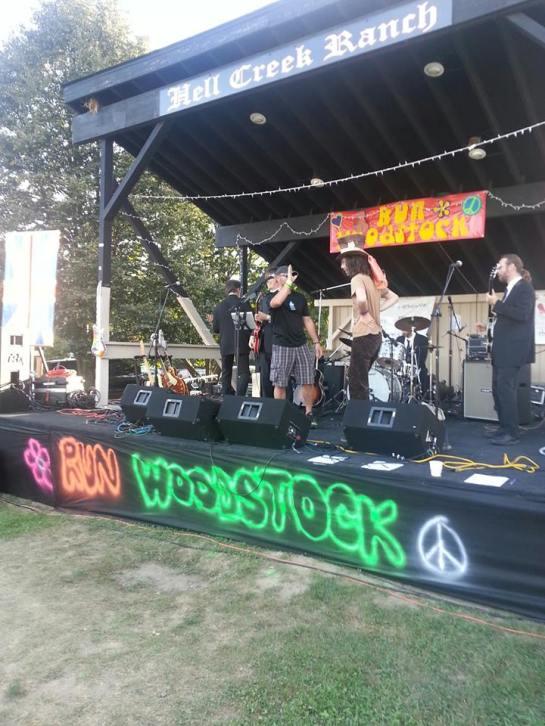 Ummm... Yeah, that's me onstage :)